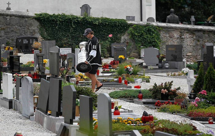 Stanley Cup in Slovenia: Gravesite